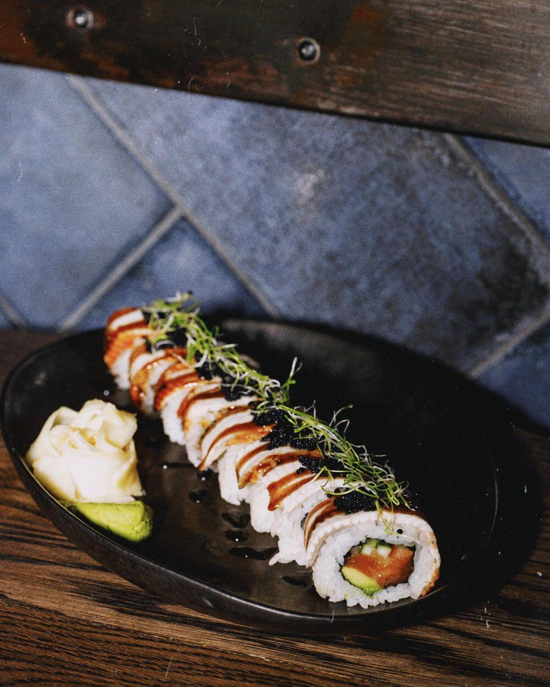 Японська вечеря в ресторані Young