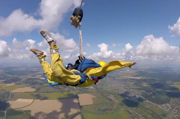 Самостійний стрибок з парашутом під Чернівцями