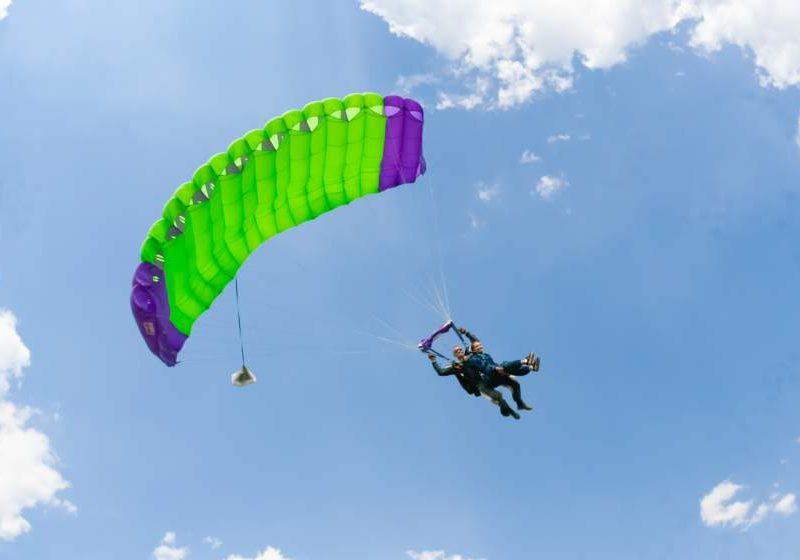 Стрибок з парашутом у тандемі з інструктором у Вінниці