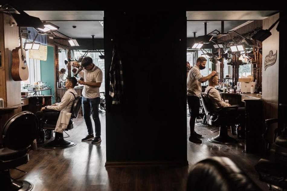 Стильная мужская стрижка в барбершопе Frisor