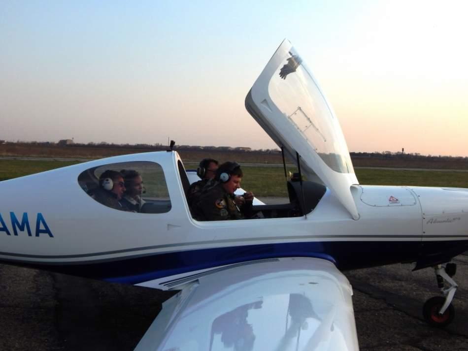 Політ на літаку WT 10 для трьох навколо Коломиї