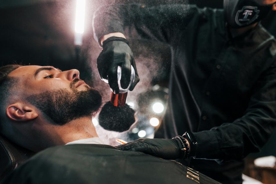 Стрижка бороди і вусів в Барбершопі Frisor