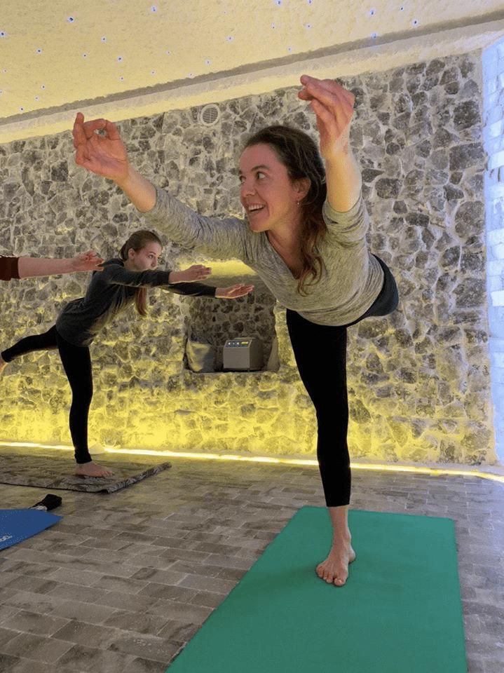 Йога у соляній кімнаті