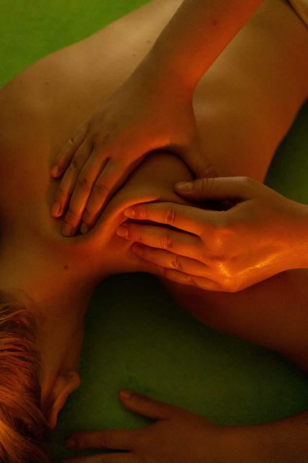 Енергетичний масаж філіппінськими мушлями