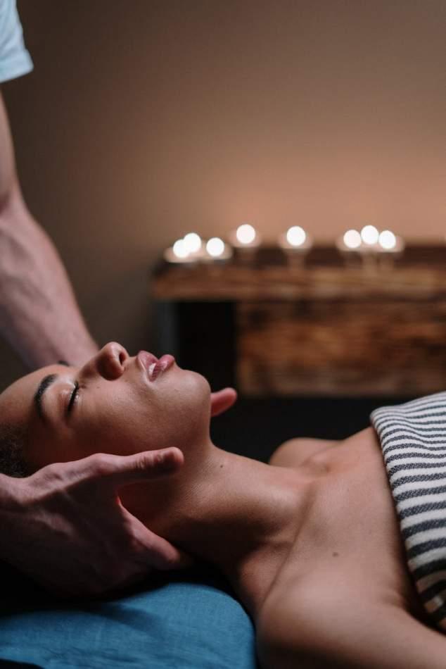 Магічний масаж свічками