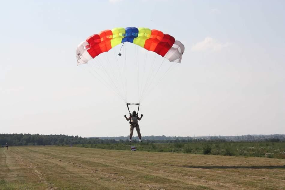Самостійний стрибок з парашутом STATIC-LINE у Львові