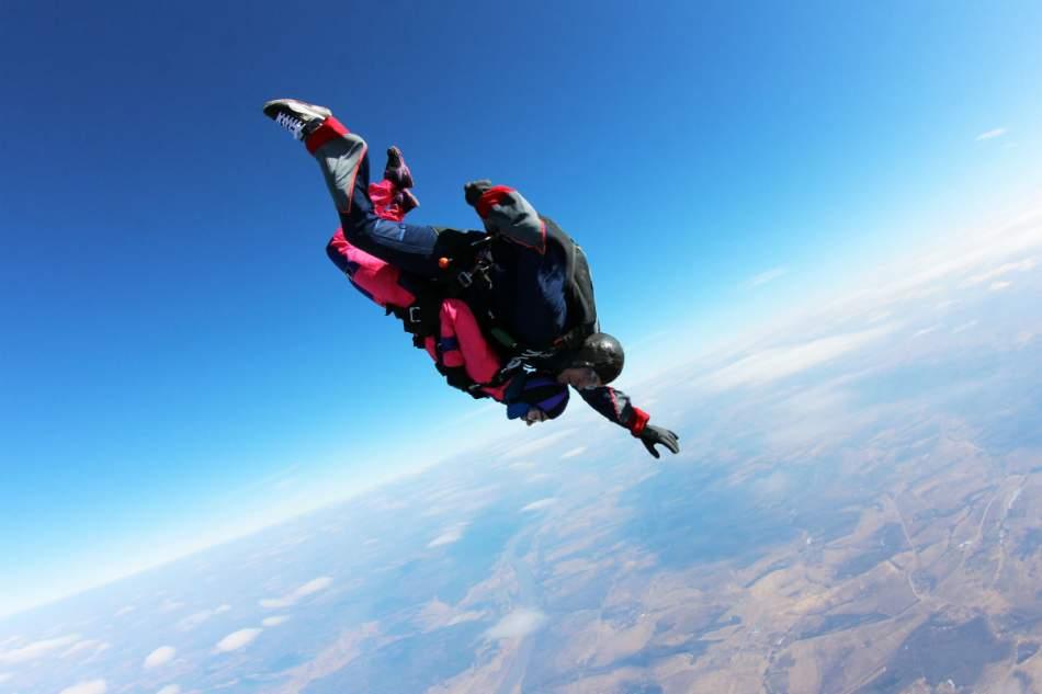 Стрибок з парашутом в тандемі з інструктором під Чернівцями