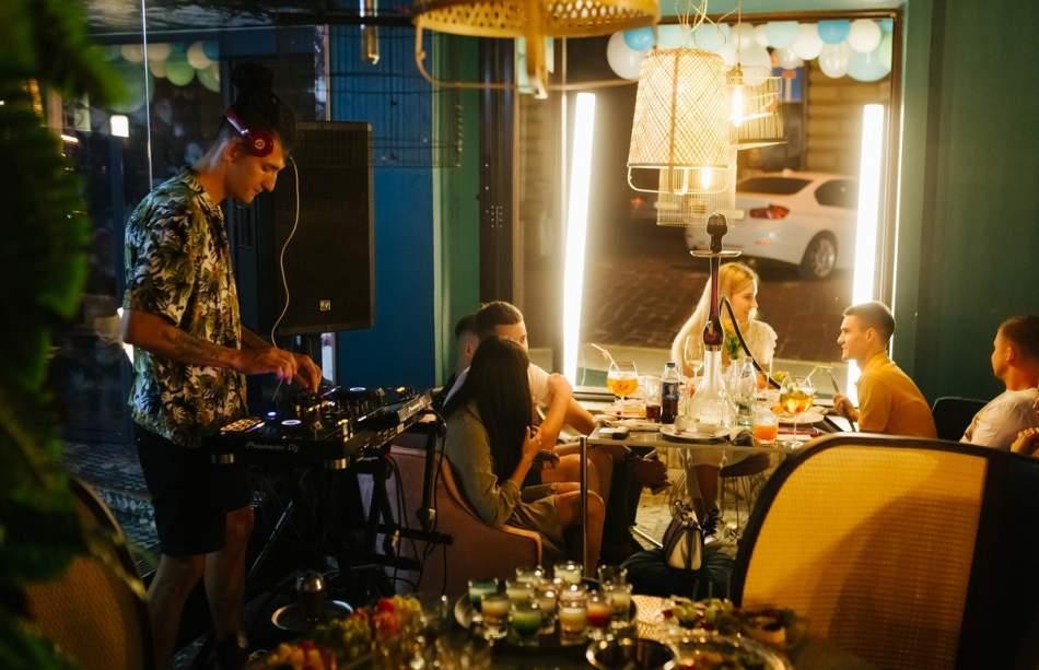 Сімейна вечеря в ресторані «Pizza Monopoli»
