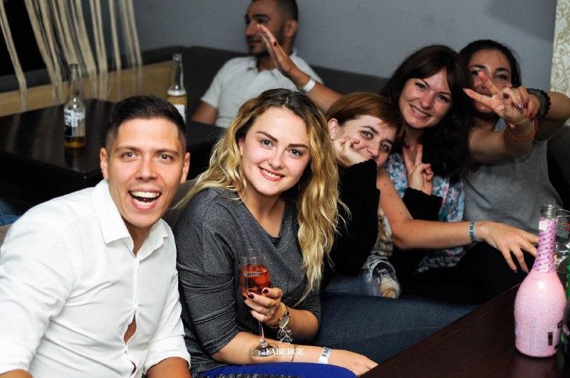 Вечір в караоке з друзями
