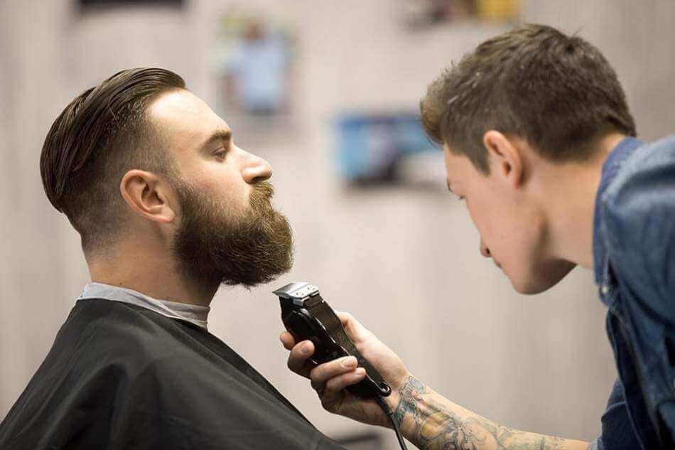 Стрижка бороди та вусів в барбершопі