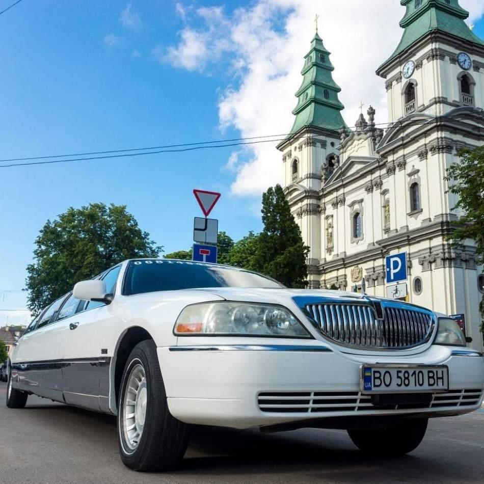 VIP-прогулянка на лімузині для компанії в Тернополі