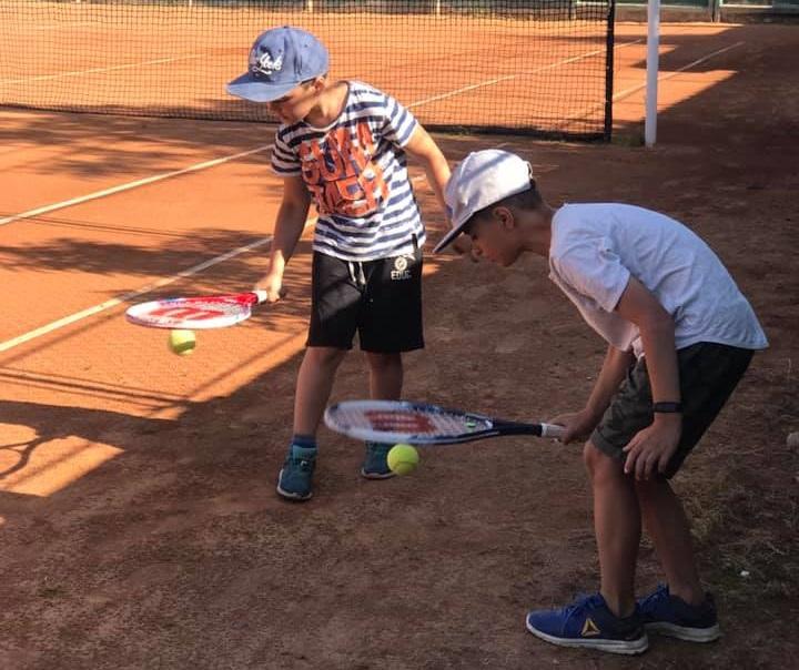 Игра в большой теннис для двух
