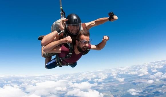 Стрибок із парашутом у Чернігові